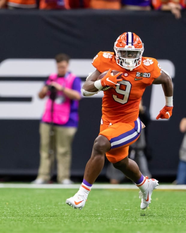 Clemson RB Travis Etienne rushing in National Championship