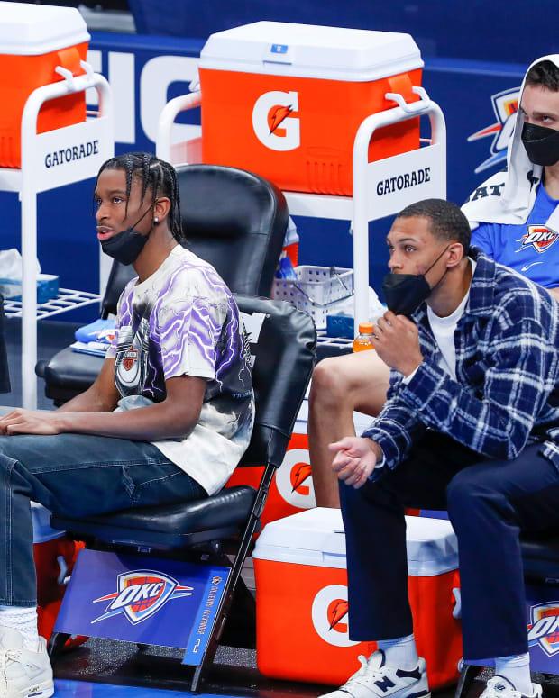 Lu Dort, Shai Gilgeous-Alexander and Darius Bazley on the bench