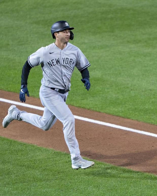 Kyle Higashioka running bases