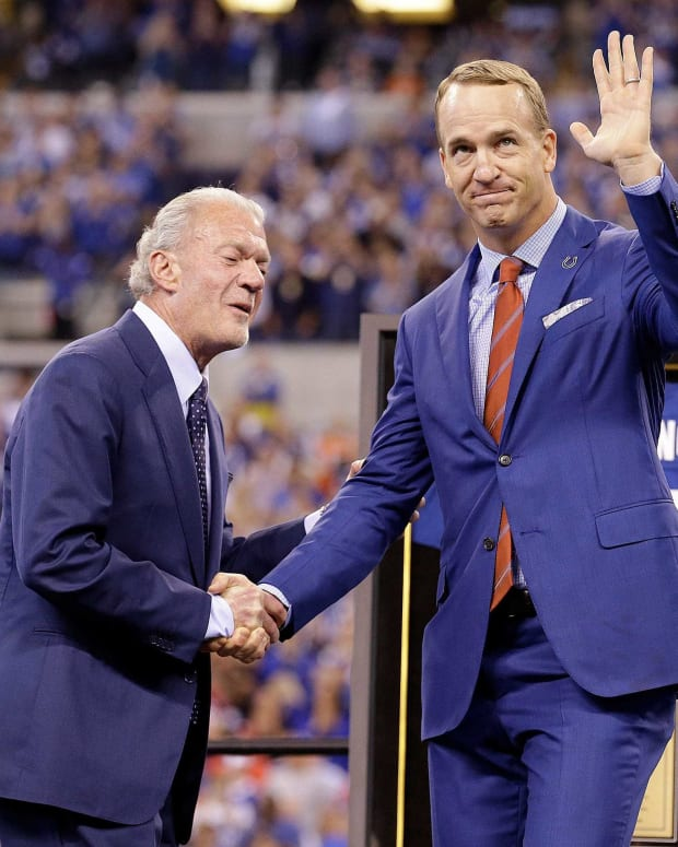 Former Colts quarterback Peyton Manning and team owner Jim Irsay during the halftime festivities of their game against the San Francisco 49ers at Lucas Oil Stadium, Oct 8, 2017. 636567928563738535 Uscpcent02 6x12son0ms5oavo4lxb Original Jpg
