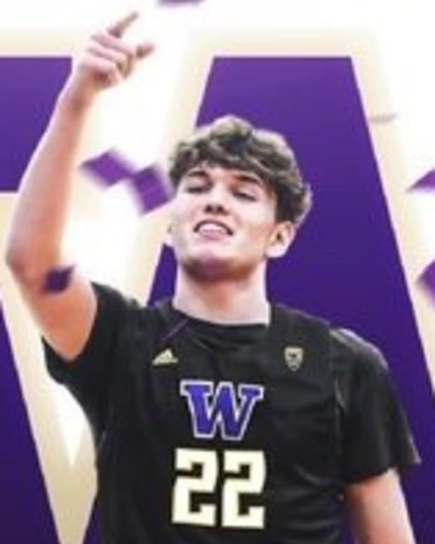 Tyler Linhardt has committed to the Huskies.