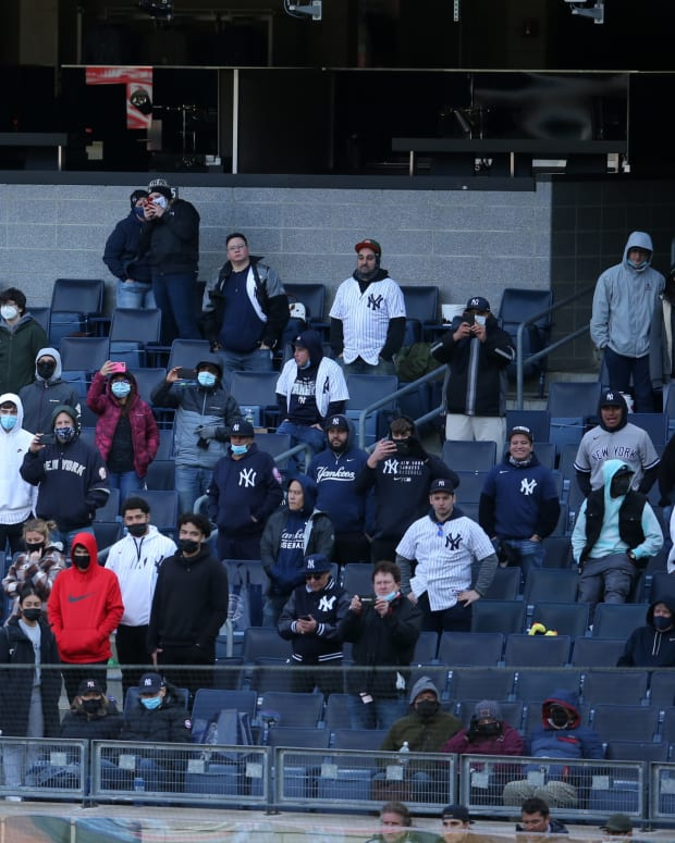 fans-yankee-stadium