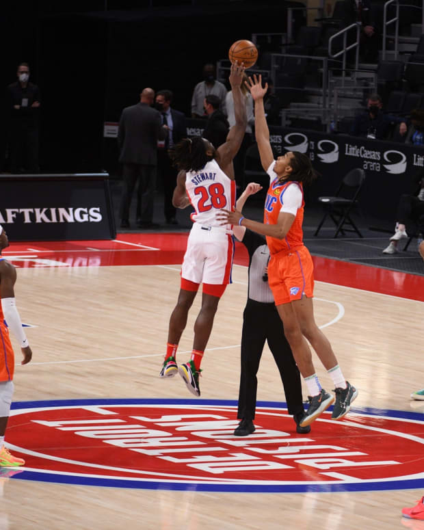Isaiah Stewart wins the opening tipoff on Friday.