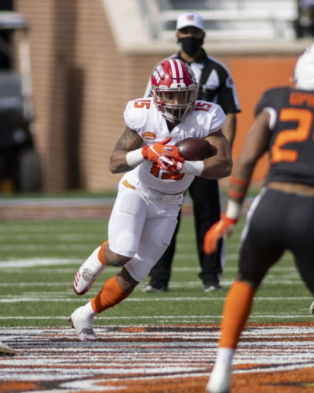 Jan 30, 2021; Mobile, AL, USA; American running back Elijah Mitchell of Louisiana (15) runs the ball in the first half of the 2021 Senior Bowl at Hancock Whitney Stadium.