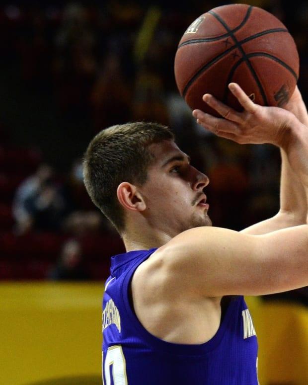 Erik Stevenson takes aim at Arizona State.
