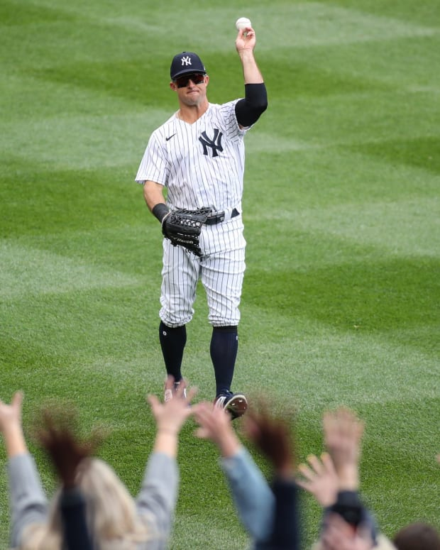 Brett Gardner Yankees outfield with fans