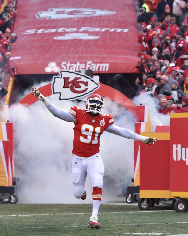 Jan 6, 2018; Kansas City, MO, USA; Kansas City Chiefs outside linebacker Tamba Hali (91) is introduced before the AFC Wild Card playoff football game against the Tennessee Titans at Arrowhead Stadium. Mandatory Credit: Denny Medley-USA TODAY Sports