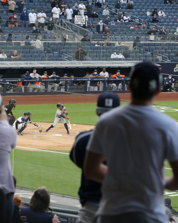 Yankees fans boo Houston Astros Jose Altuve
