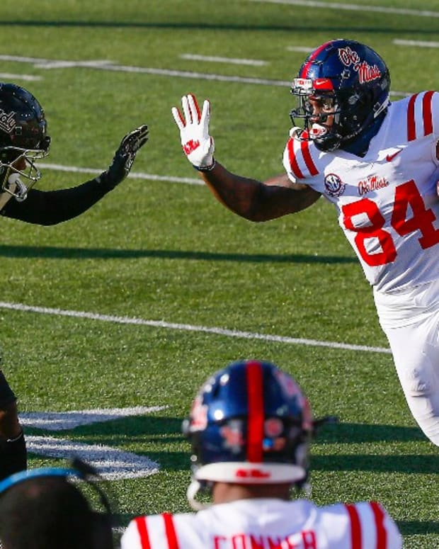 Ole Miss TE Kenny Yeboah stiff arm