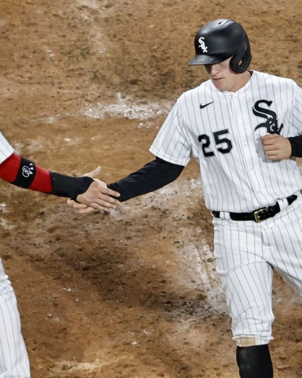 Andrew Vaughn scores a run for the White Sox