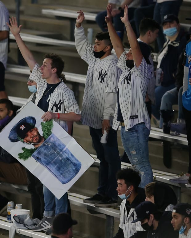 Yankees fans heckling Astros at Yankee Stadium