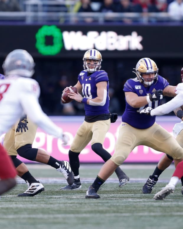 Jacob Eason stands in the pocket against WSU.
