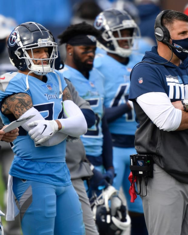 Tennessee Titans head coach Mike Vrabel watches the second quarter against the Cleveland Browns at Nissan Stadium Sunday, Dec. 6, 2020 in Nashville, Tenn.