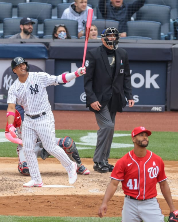 Yankees SS Gleyber Torres hits home run