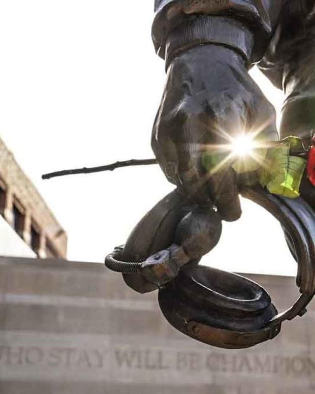 bo schembechler statue