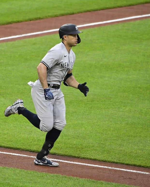 Yankees DH Giancarlo Stanton running bases