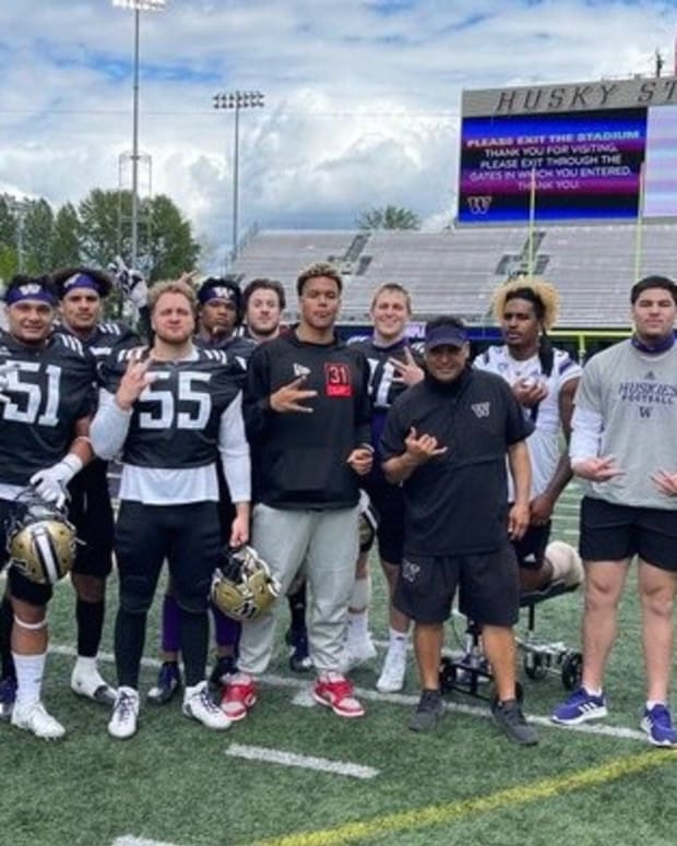 Husky outside linebackers take a spring photo with Joe Tryon. Bralen Trice is second from left.