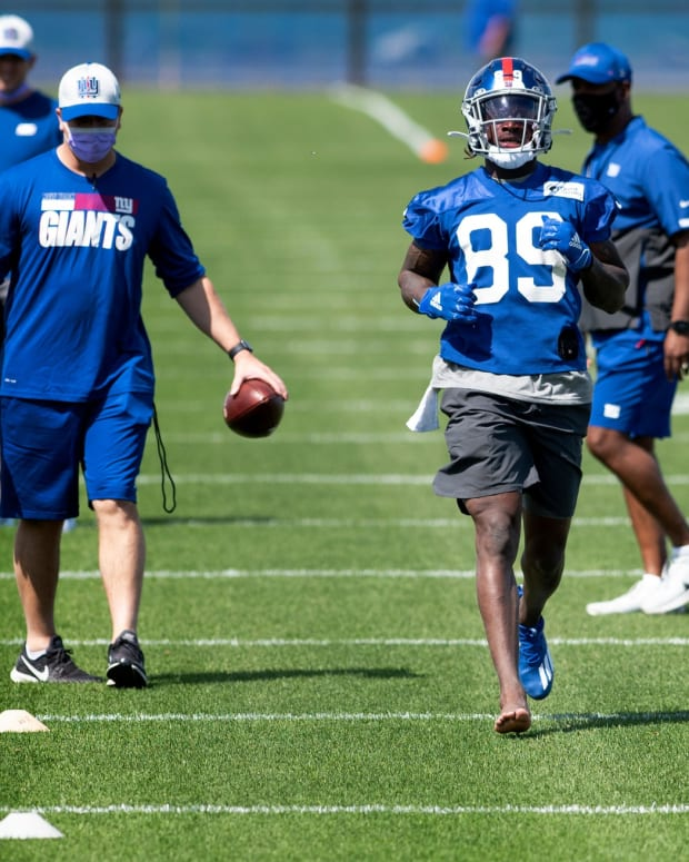 New York Giants wide receiver Kadarius Toney #89 runs a without a cleat during rookie minicamp at Quest Diagnostics Training Center in East Rutherford on May 14, 2021.
