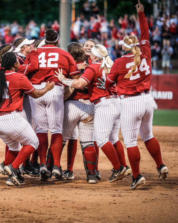 Alabama softball celebrates 2021 SEC Tournament Championship