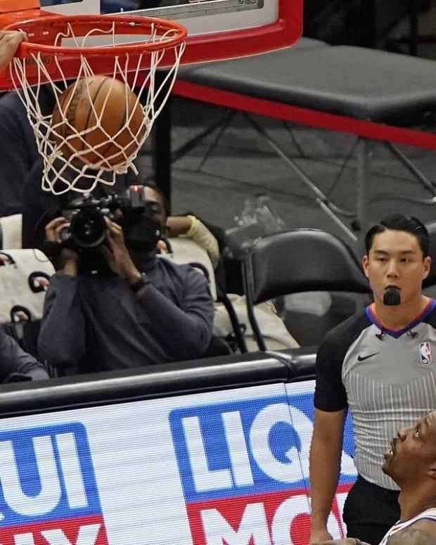 Matisse Thybulle dunks on the Bulls.