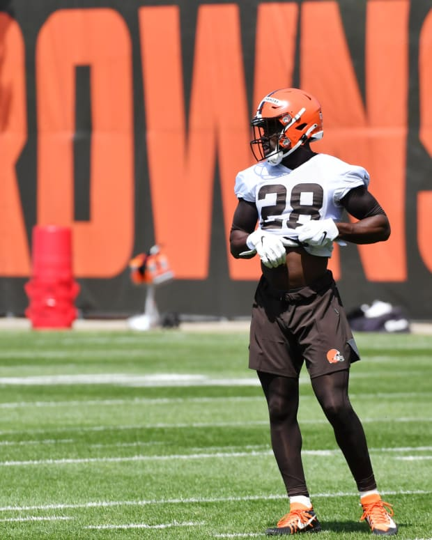 May 14, 2021; Berea, Ohio, USA; Cleveland Browns linebacker Jeremiah Owusu-Koramoah (28) during rookie minicamp at the Cleveland Browns Training Facility. Mandatory Credit: Ken Blaze-USA TODAY Sports