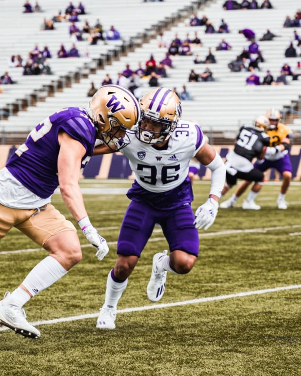 Kasen Kinchen plays tight coverage during the spring game.