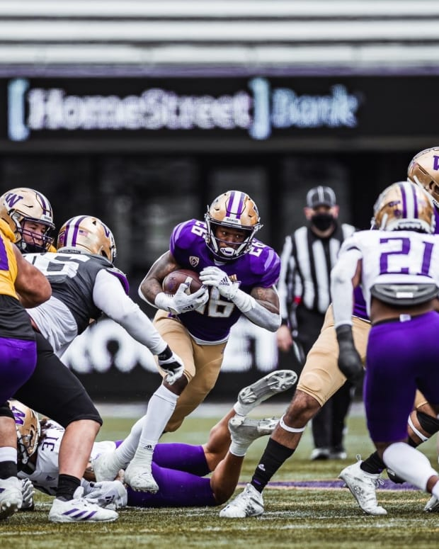 Jay'Veon Sunday finds a hole in the spring game.