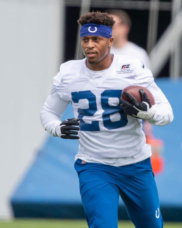 May 27, 2021; Indianapolis, Indiana, USA; Indianapolis Colts running back Jonathan Taylor (28) runs the ball during Indianapolis Colts OTAs.