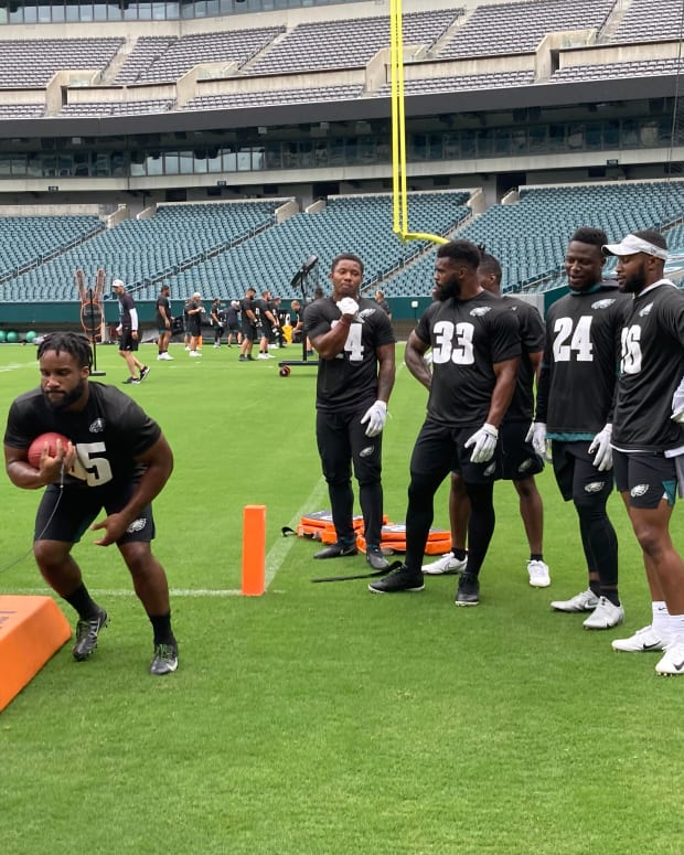 Eagles RB Boston Scott does drills during practice at Lincoln Financial Field on June 4, 2021