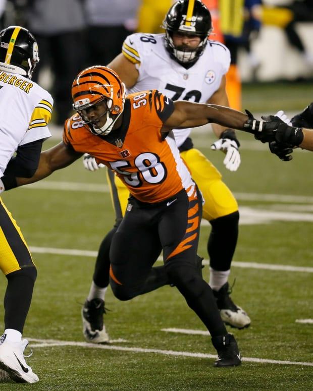 Bengals edge rusher Carl Lawson