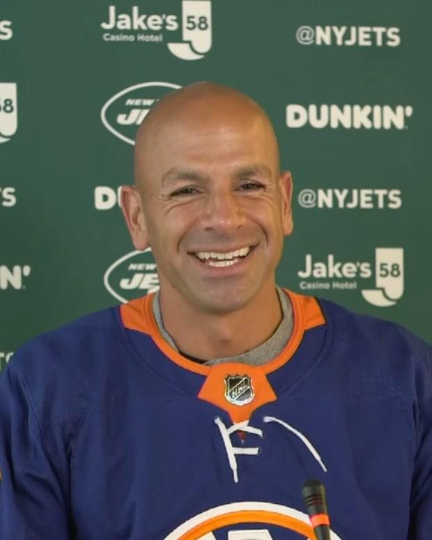 Jets head coach Robert Saleh wears Islanders jersey