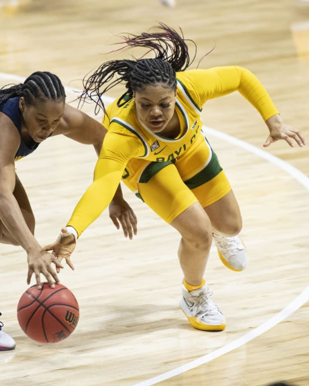 Trinity Oliver, reaching to make a steal, has transferred from Baylor to Washington.