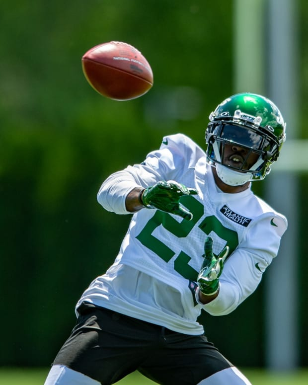 Jets RB Tevin Coleman catches pass