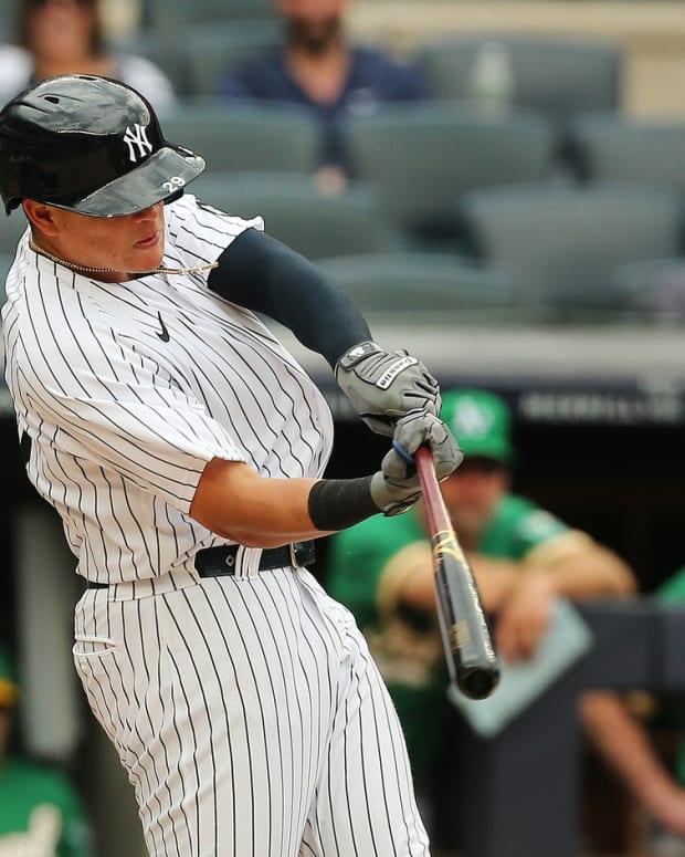 Gio Urshela hits go-ahead home run