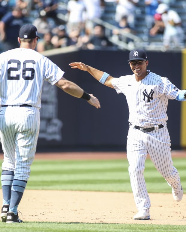 Yankees celebrate triple play