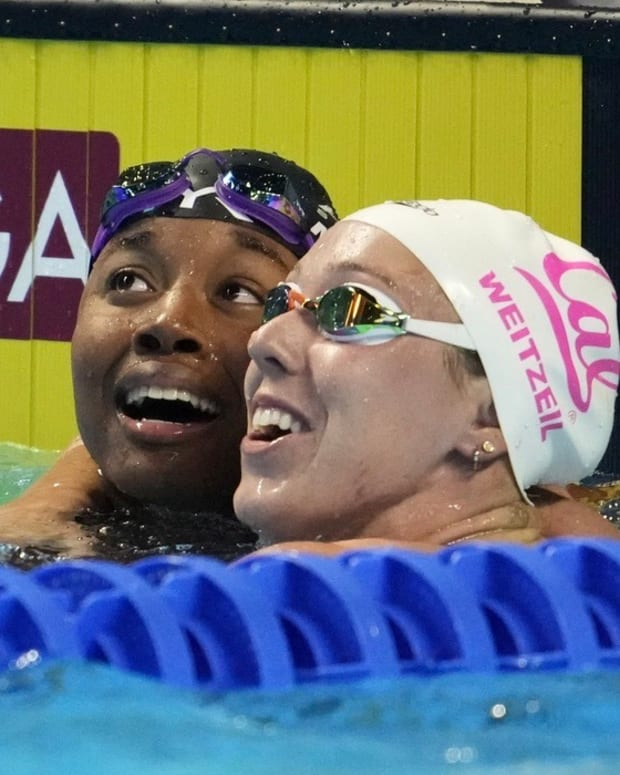 Abbey Weitzeil, right, enjoys a post-race moment with Simone Manuel.