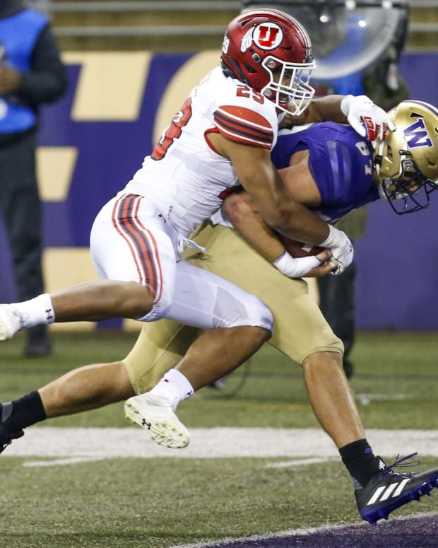 Cade Otton scores one of his two TDs against Utah.