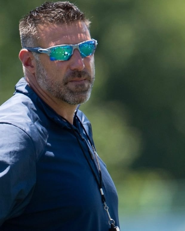 Tennessee Titans head coach Mike Vrabel watches his team during a Mini-Camp practice at Saint Thomas Sports Park Tuesday, June 15, 2021 in Nashville, Tenn.