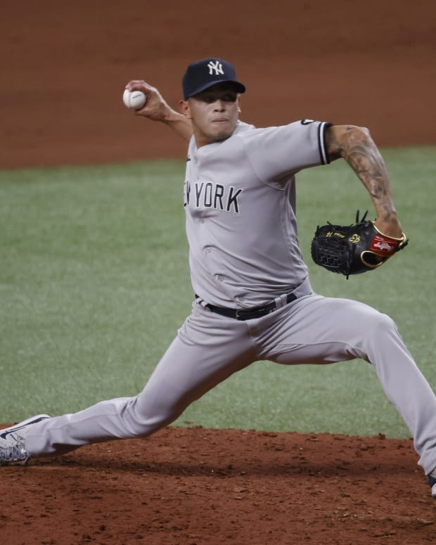 Yankees RP Jonathan Loaisiga pitching