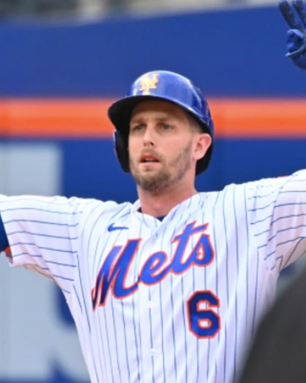 Mets' Jeff McNeil came through again with an RBI double to lift his team past the Braves.