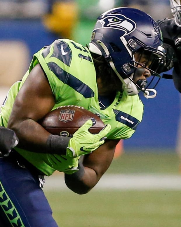 Seattle Seahawks running back DeeJay Dallas (31) runs after a catch against Arizona Cardinals defensive end Angelo Blackson (96) during the second quarter at Lumen Field.