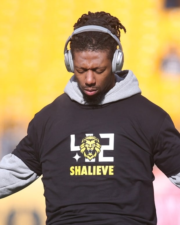 Pittsburgh Steelers outside linebacker Bud Dupree (48) warms up prior to the AFC Divisional Playoff game against the Jacksonville Jaguars at Heinz Field.