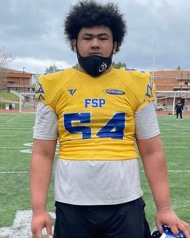 Isendre Ahfua has a UW offer.