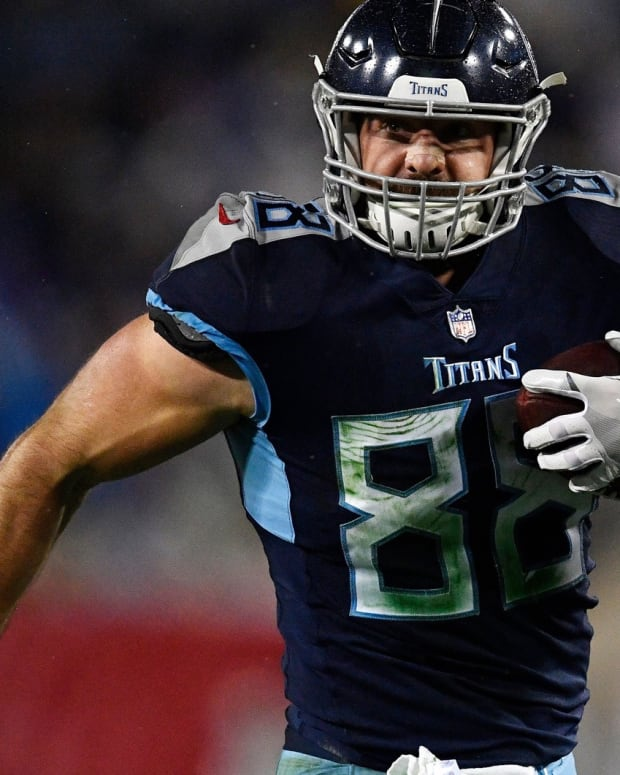 Tennessee Titans tight end Luke Stocker (88) goes in for a touchdown in the third quarter at Nissan Stadium Sunday, Dec. 30, 2018, in Nashville, Tenn.