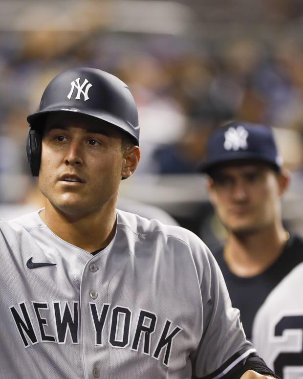 Yankees 1B Anthony Rizzo in dugout