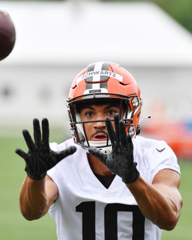Jul 29, 2021; Berea, Ohio, USA; Cleveland Browns wide receiver Anthony Schwartz (10) catches a pass during training camp at CrossCountry Mortgage Campus. Mandatory Credit: Ken Blaze-USA TODAY Sports