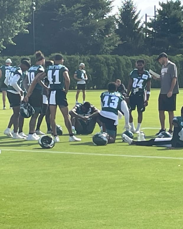 Quez Watkins and the Eagles WRs get ready for practice Monday