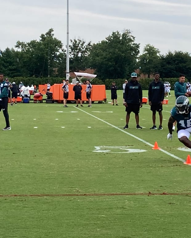 Jalen Reagor working on a WR at Eagles training camp