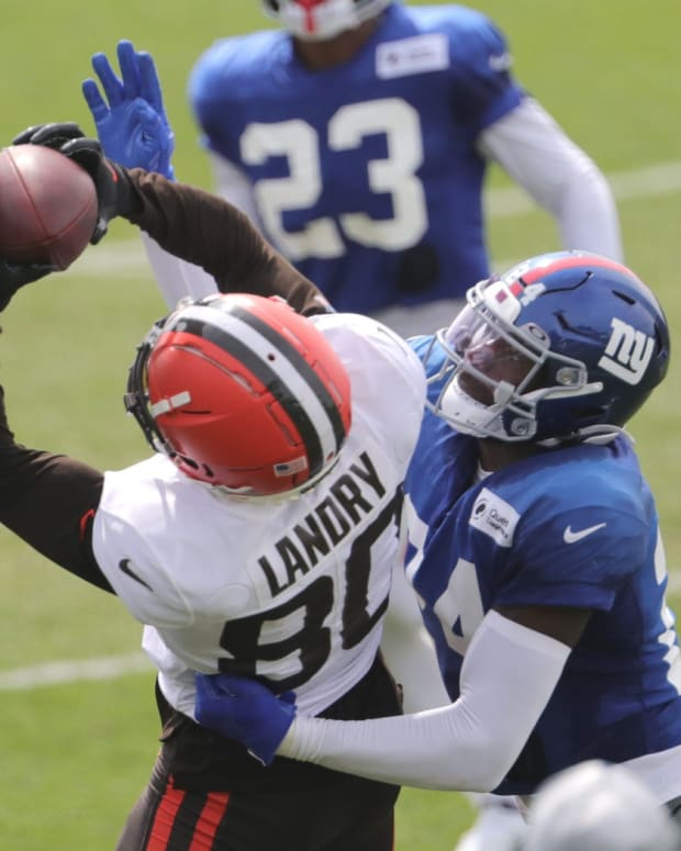 Browns Jarvis Landry catches a pass as NY Giants' James Bradberry defends during a joint practice on Thursday, August 19, 2021 in Berea, Ohio, at CrossCountry Mortgage Campus. [Phil Masturzo/ Beacon Journal] Browns 8 20 16