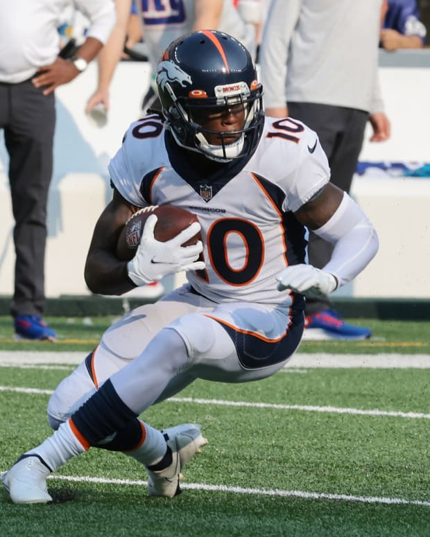 Denver Broncos wide receiver Jerry Jeudy (10) gains yards after the catch during the first quarter against the New York Giants at MetLife Stadium.